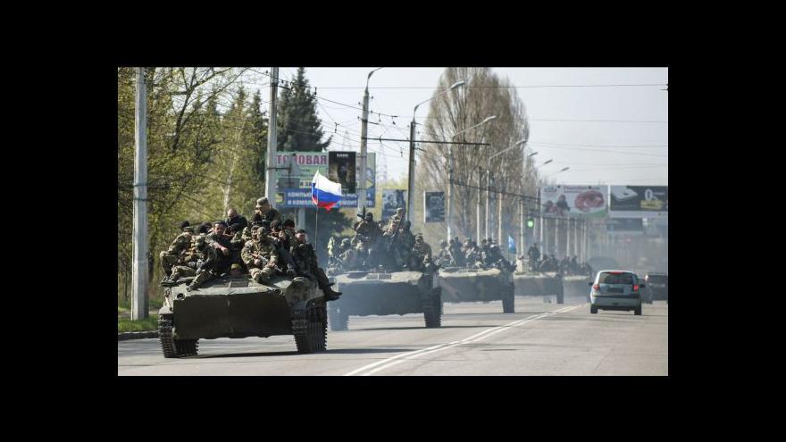 Video Podle Kyjeva se transportérů zmocnily proruské síly