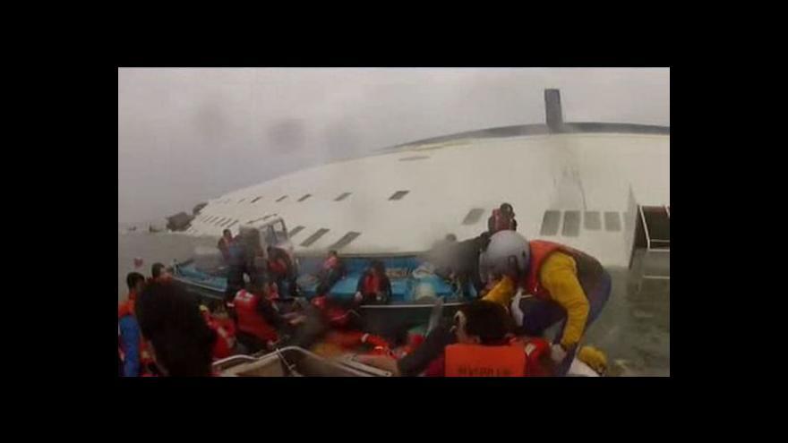 Video Pátrání po pasažérech ze ztroskotaného trajektu stále pokračuje