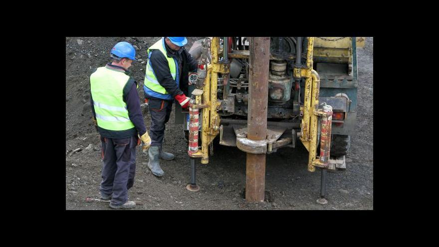 Video Geologové zkoumají sesunutý svah na dálnici D8