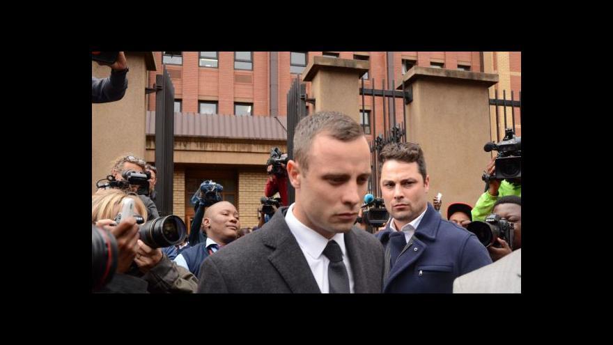 Video Pistorius si protiřečí, opět tekly slzy