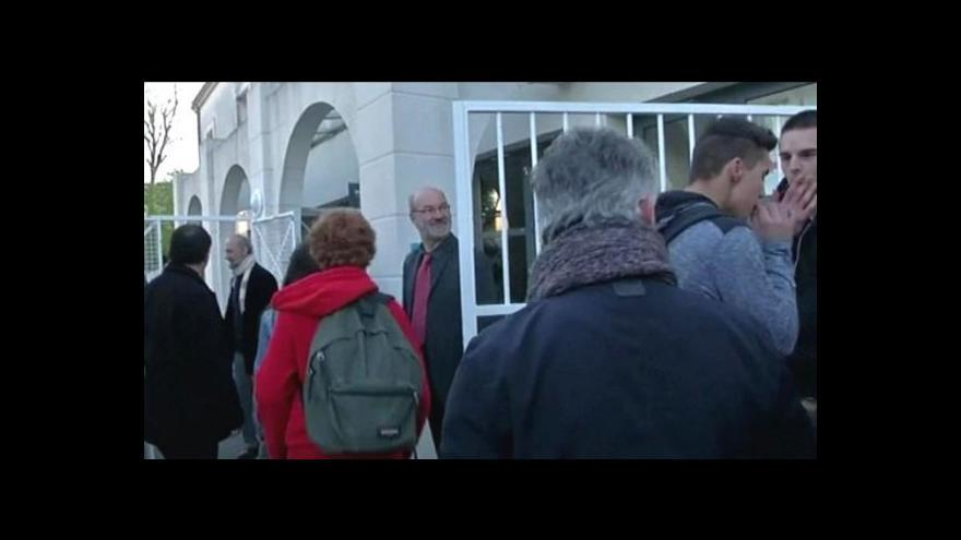 Video Policie zkoumá DNA 500 lidí ze školy v La Rochelle