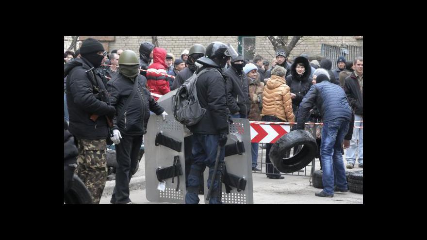 Video Razantní akce vládních jednotek se čekají večer či v noci, hlásí zpravodaj