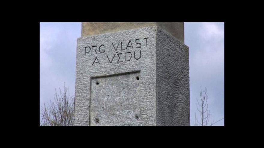 Video Pomník letcům u Hrdějovic se podařilo zachránit