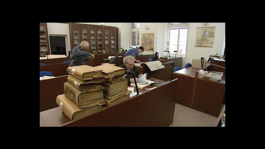 Video O staré úřední knihy je velký zájem, časté listování je ale ohrožuje