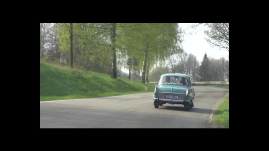 """Video Závod O 106 Jihočeským krajem přivítal i jubilující """"embéčka"""""""