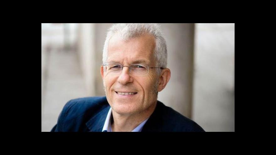 Video Spisovatel Stephen Clarke předčítal v Česku