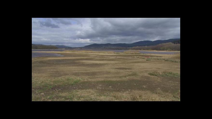 Video Sucho děsí zemědělce i turistické podnikatele. Hladina Lipna je jako při odlivu