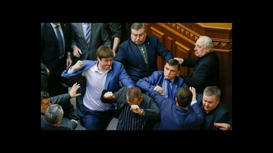 Video Ukrajinští poslanci se poprali kvůli jednotě země