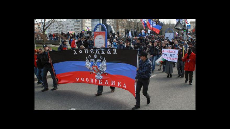 Video Demonstrace na Ukrajině neustávají. Tlak z Ruska sílí
