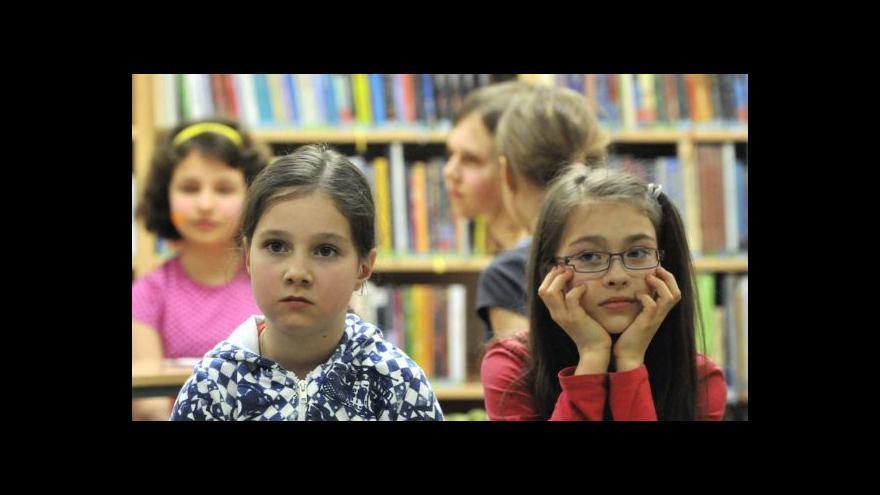 Video Spoluzakladatelky Noci s Andersenem: Jdeme rodičům příkladem