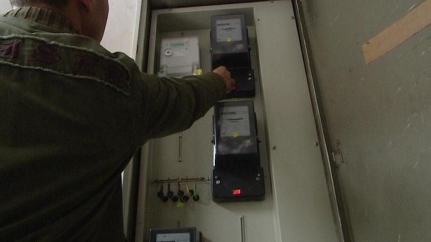 Video Černí odběratelé energií riskují odhalení i požár