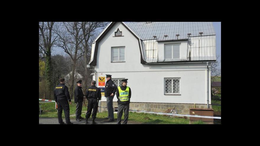Video Po střelbě na policii zloději z kunětické pošty utekli