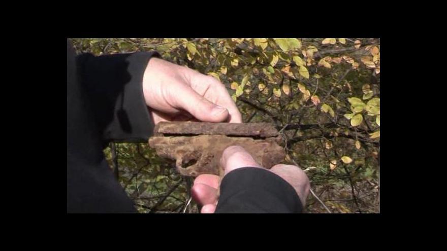 Video Záznam z nalezení osobní zbraně Helidora Píky. Natočil Martin Strouhal