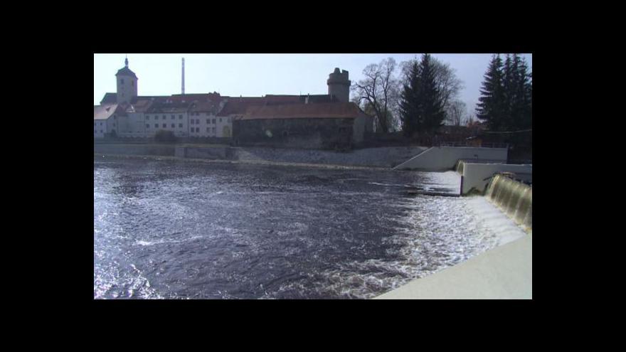 Video Vodohospodáři budují na jihu Čech bezpečnější jezy
