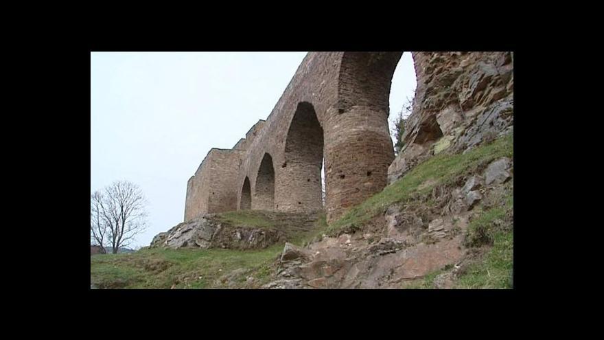 Video Unikátní hradní most ve Velharticích čeká na opravu