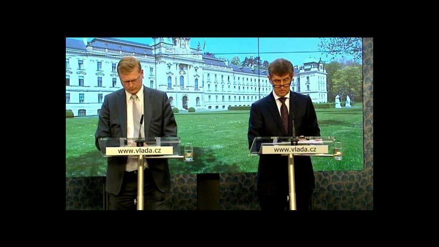 Video Zpráva: Vláda přerušila návrh na zvýšení odvodů za státní pojištěnce