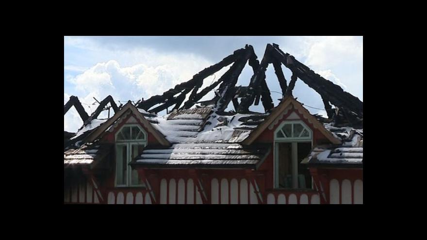 Video Telefonát Gabriely Sluštíkové z vyhořelé chaty Libušín