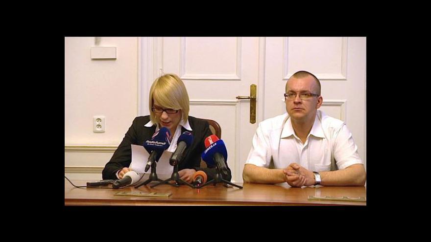 Video Události: Policie si posvítí na Škárku s Kočí