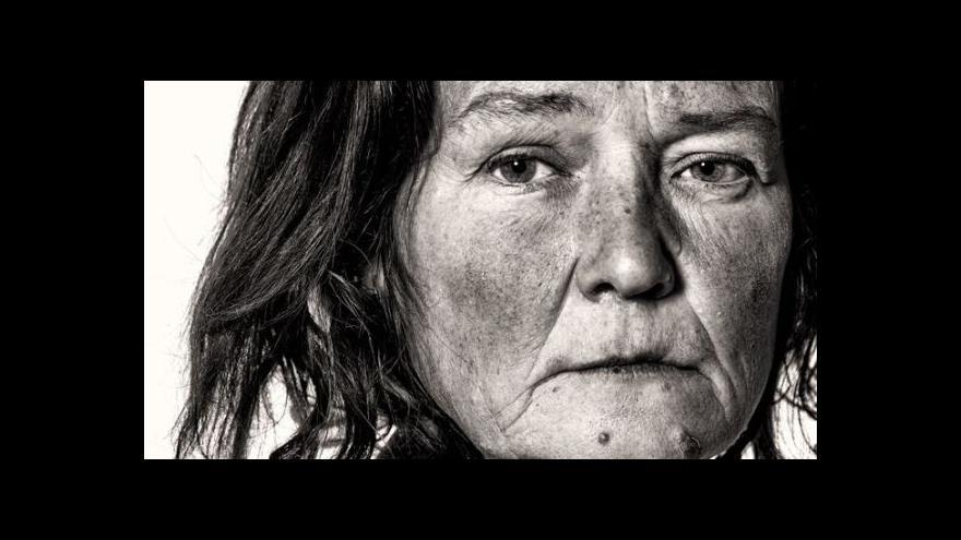 Video Tomáš Třeštík fotí bezdomovce
