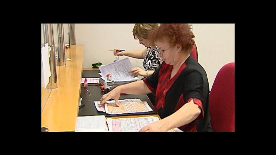 Video Berní úřady čekají na daňová přiznání jen do šesté večer