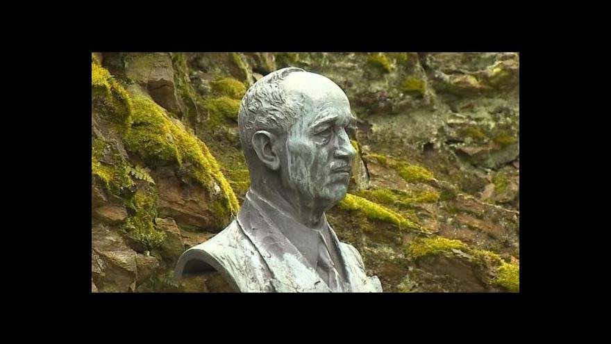 Video Zloděj ukradl v Sezimově Ústí bustu Edvarda Beneše