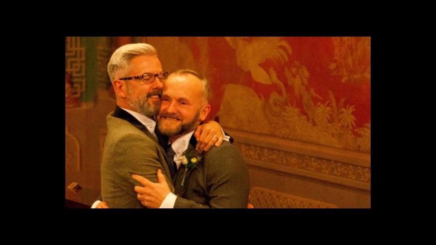 Video První homosexuální sňatky v Anglii