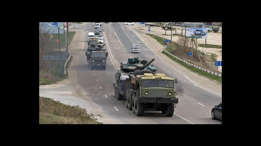 Video Moskva se od hranic s Ukrajinou stáhnout nechystá