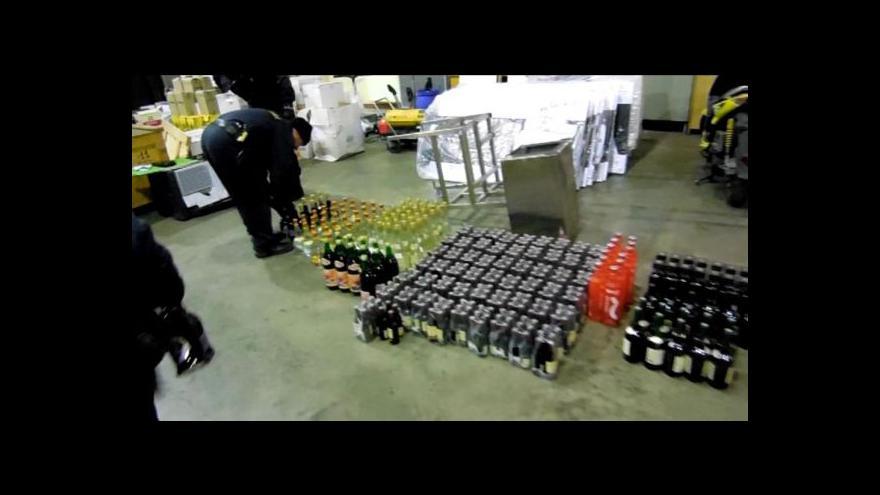 Video Kamion plný nekolkovaných lahví
