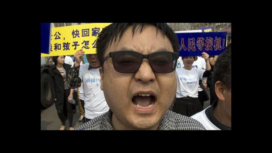 Video Příbuzní cestujících vytáhli v Pekingu na pochod proti ambasádě Malajsie