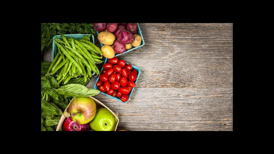 Video Tuzemští farmáři sami trh s ovocem a zeleninou nepokryjí