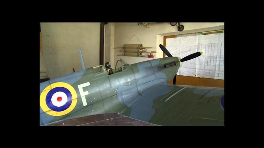 Video Modeláři vyrobili obří model legendárního letounu Spitfire