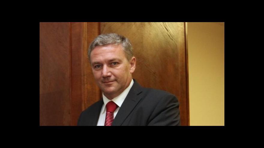 Video Brífink ministra dopravy Prachaře k vodnímu koridoru Dunaj-Odra-Labe