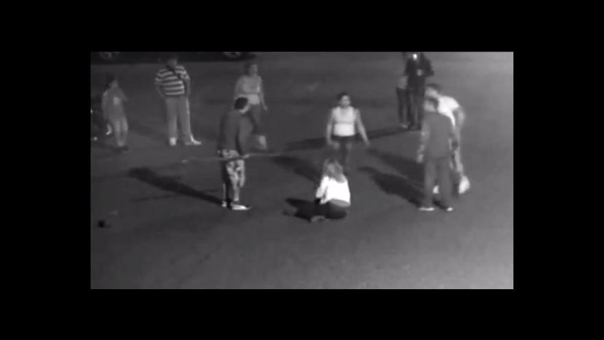 Video Až tříleté tresty dostala pětice lidí, která loni v Duchcově napadla manželský pár