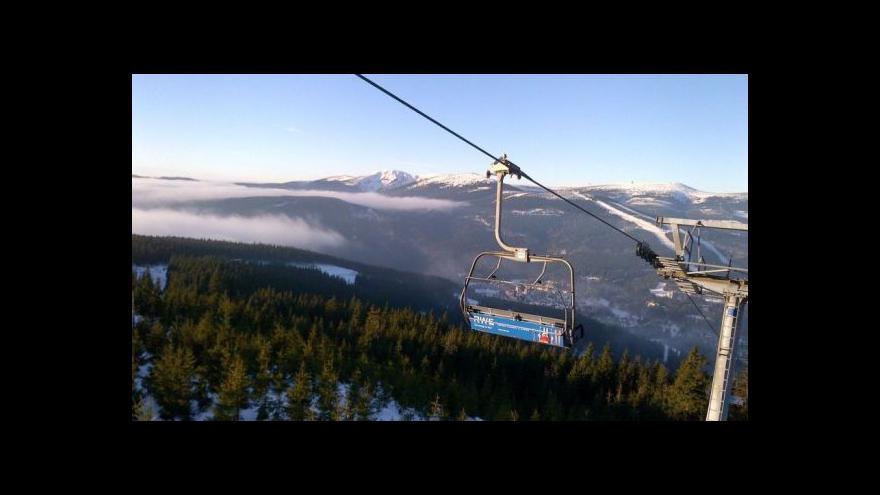 Video Události: Silný vítr zkomplikoval život zimním střediskům
