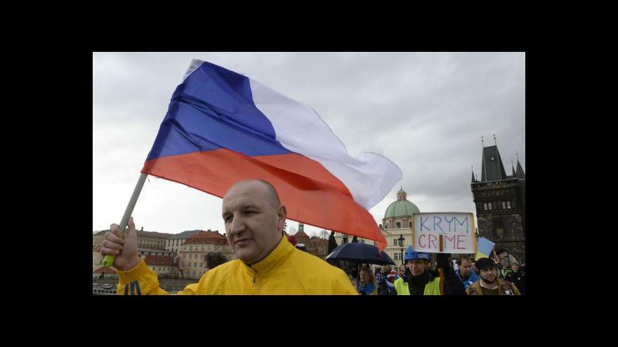 Video Ukrajinci v Praze protestují  proti ruské intervenci na Krymu