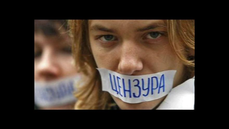 Video Moskva blokuje weby kritické k Putinovi