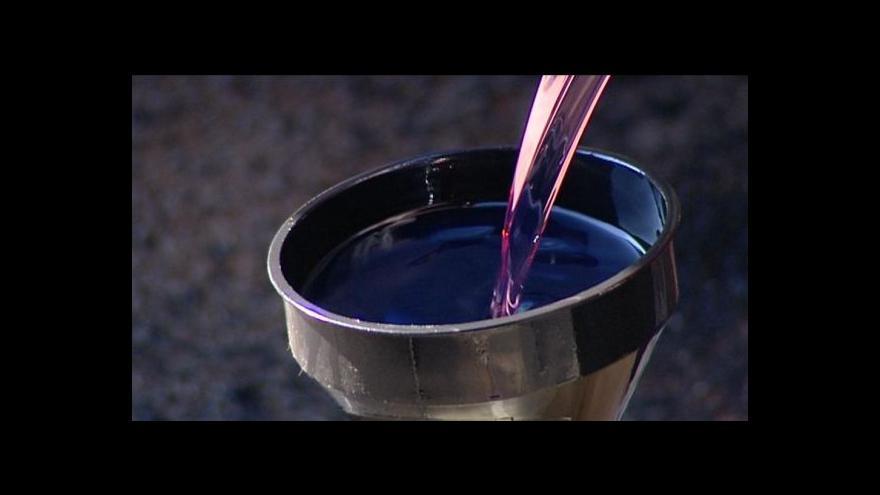 Video Události: Pašeráci dovážejí z Německa levnou červenou naftu