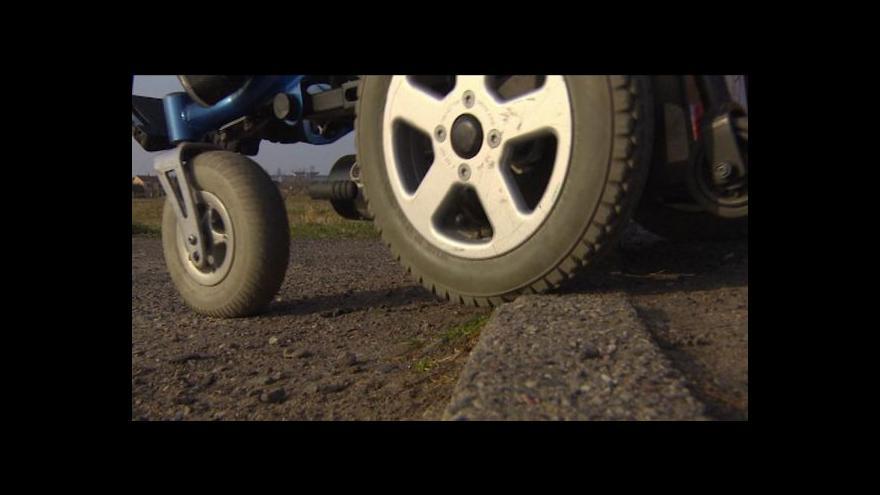 Video Nezletilý chlapec na vozíku měl platit dluh za povinné ručení