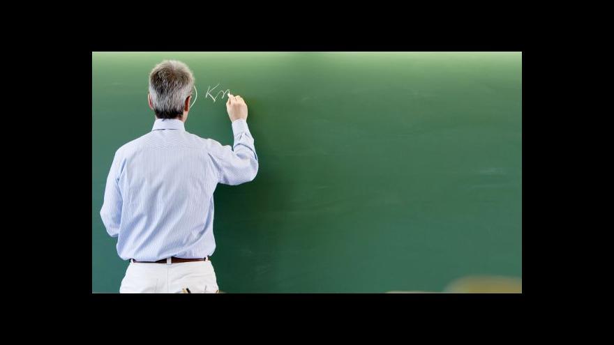 Video Výjimku z kvalifikace dostanou učitelé nad 55 let i rodilí mluvčí