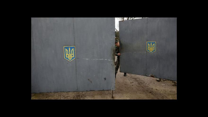 Video Ruští vojáci obsadili vojenskou základnu v Sevastopolu