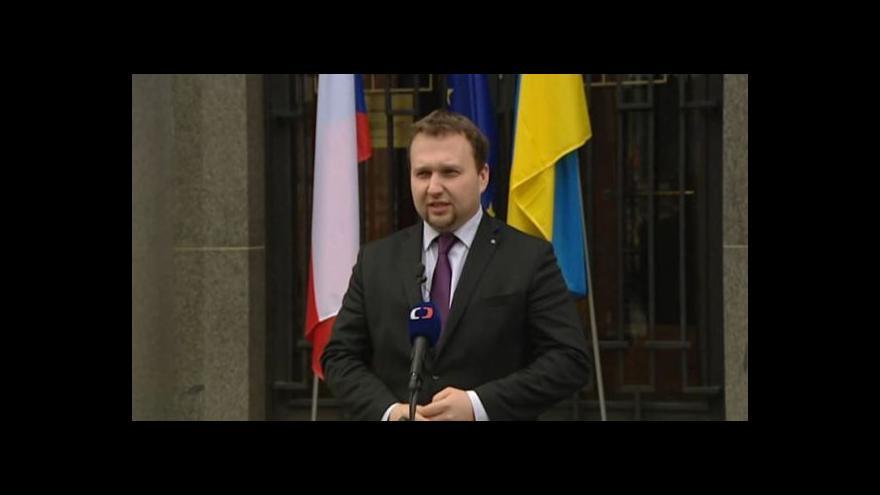 Video Jurečka vyvěsil ukrajinskou vlajku: Vnímam to jako symbolické gesto