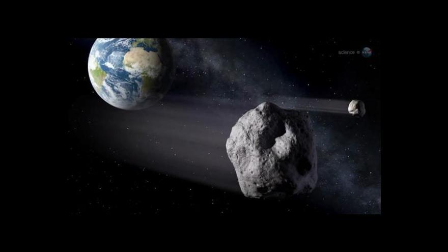 Video Zemi těsně minul asteroid