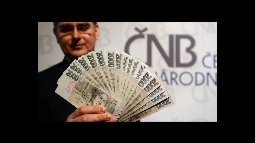 Video Lubomír Lízal upozorňuje na rozdíl mezi falešnou a pravou bankovkou