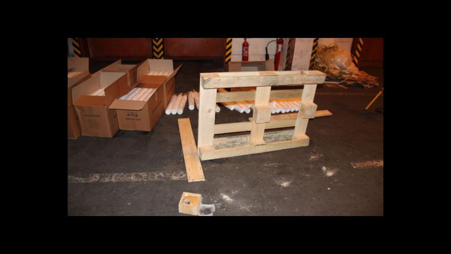 Video Záběry celníků: V paletách bylo 182 kg heroinu