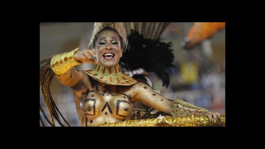 Video Na karnevalu v Riu se to zkusí bez silikonů