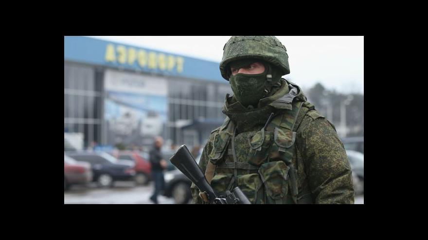 Video Okolí letiště v Sevastopolu blokují ozbrojenci