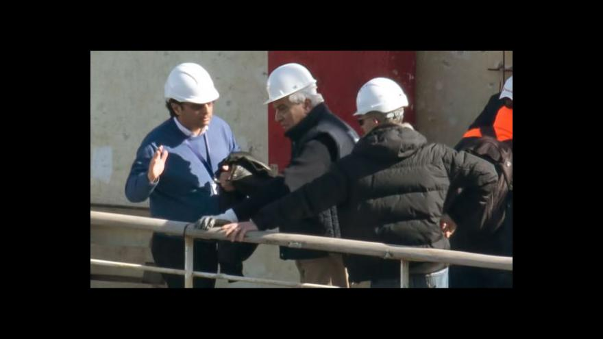 Video Kapitán Schettino se po dvou letech vrátil na místo činu