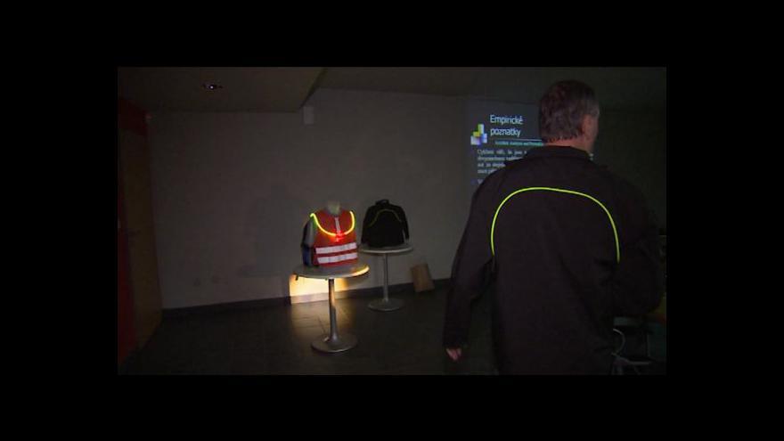 Video Michal Jemelka o svítících oděvech