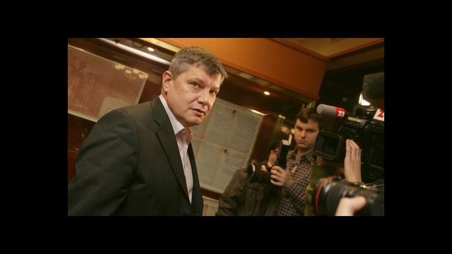 Video Hušák čelí obvinění kvůli směnce