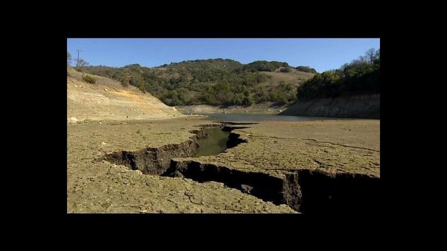 Video Kalifornii trápí stoleté sucho